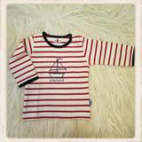Rood shirt met zeilboot_