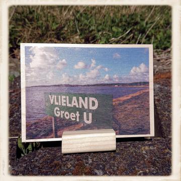 Houten kaart 'Vlieland groet u'